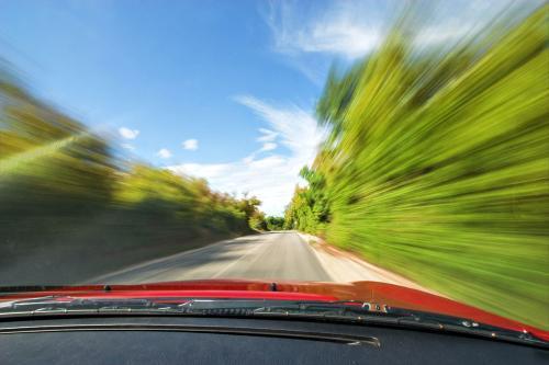 问题解析 | 电动轿车高速行驶瞬间断电