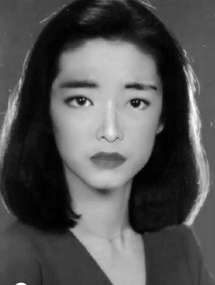 林青霞的脸形、钟楚红的嘴唇、王祖贤的眉眼、