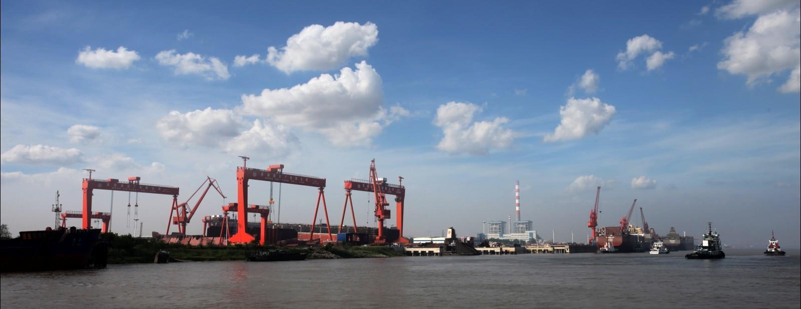 071型船坞登陆舰_中国海军主要造船厂建造的军用舰艇 - 知乎