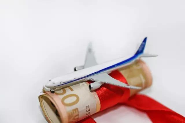 为什么国内购买的国际航班机票税这么重?