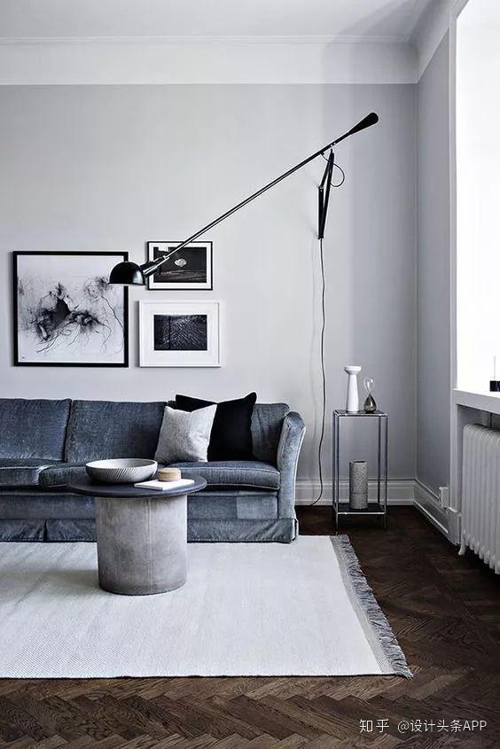 在客厅的背景墙挂装饰画,有什么小技巧?如何选画和摆放方法? 知乎
