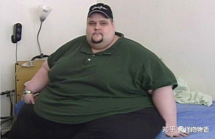 世界上最胖的人_世界史上最胖的十大胖子,看完以后你还吃得下饭吗?