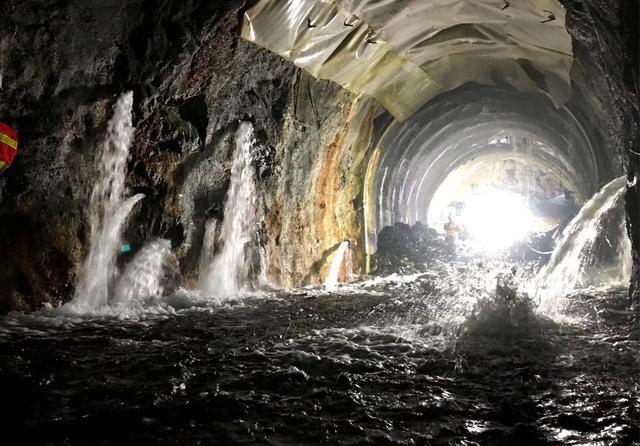 火车通过仅需7分钟的大柱山隧道,为什么修通它却要用13年?