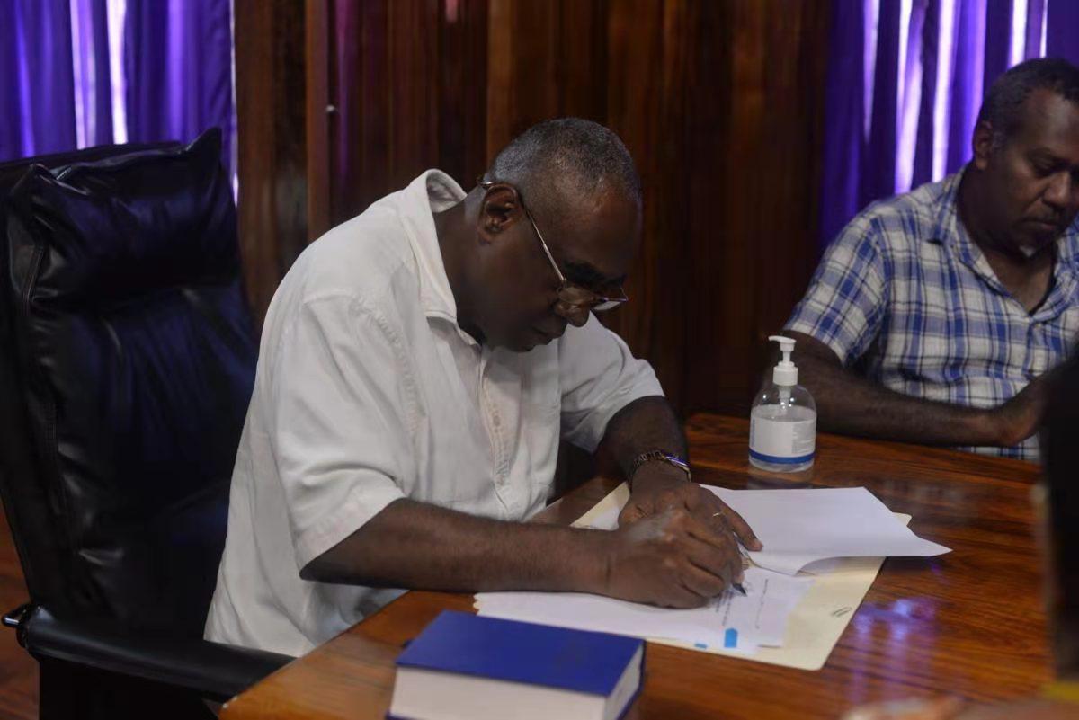 瓦努阿图副总理签署最新命令:将在新护照上加盖印章- 知乎