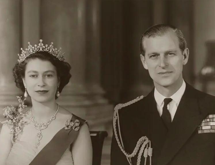 菲利普亲王今年就要100岁了,说一说英国女王的爱情...