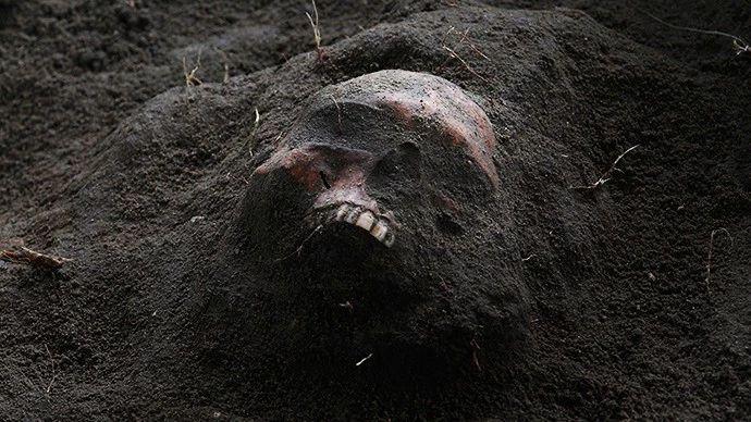 """尸体巨人观景象_一部纪录片揭开吸血鬼起源,可能就是背锅的""""巨人观""""尸体 - 知乎"""