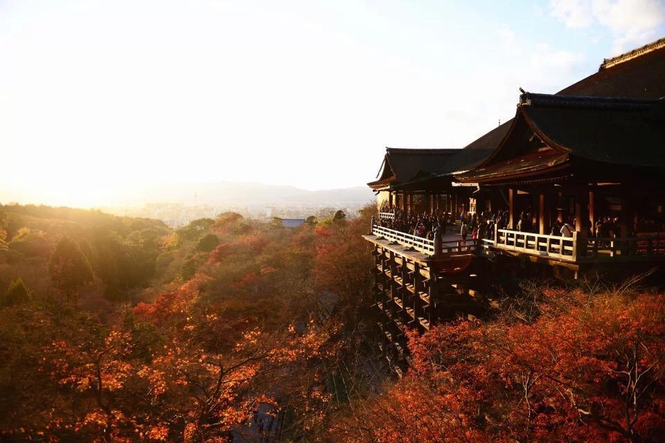 两个妹子(高三毕业生)去日本毕业旅行 什么季节