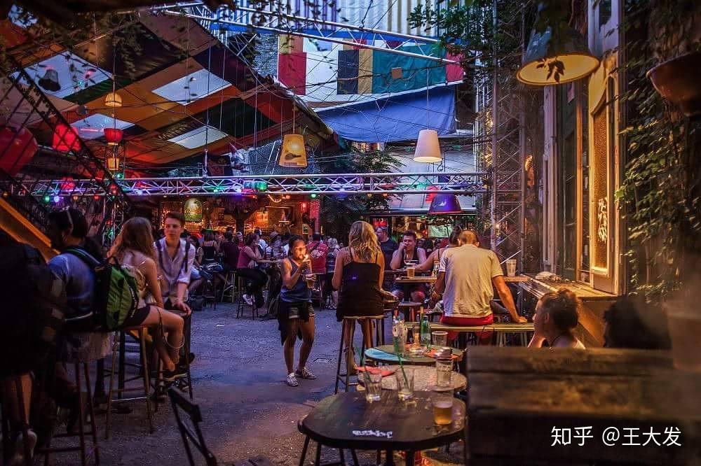 男孩女孩动感酒吧网址_求推荐旅游性价比高的欧洲国家/城市?-知乎