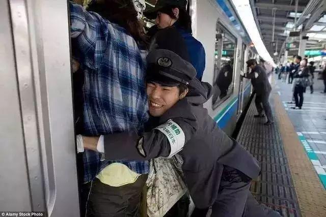 日本地铁_话说,日本地铁真有这么一个职业