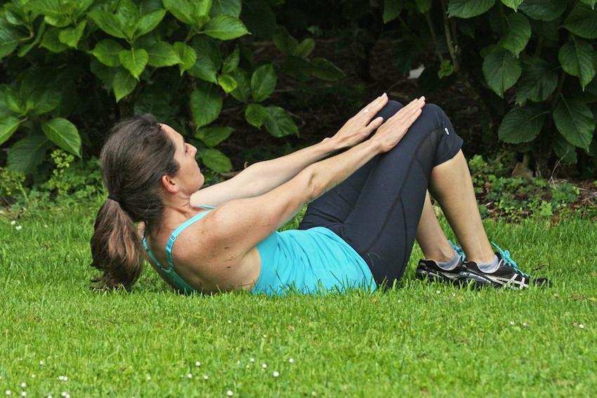 新手健身必须要了解的训练动作之五初级腹肌训练