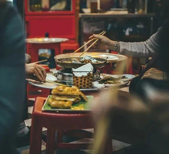 张一鸣和马化腾抢餐桌