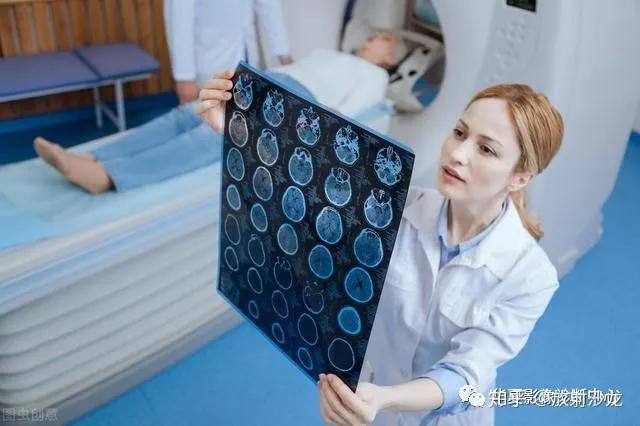 肺结节是怎么长出来的?医生教你看CT片,有2种可能是肺癌