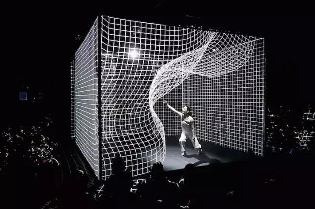 赏析:那些令人惊叹的灯光艺术装置