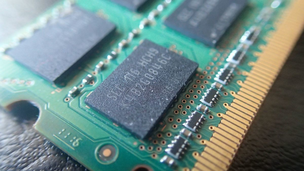 DDR3 vs DDR4? 为什么说内存是个很傻的设备?DDR5在哪里?