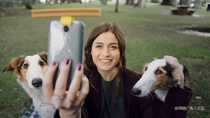 戛纳广告移动类金奖《狗狗自拍神器》:看不见的宠物……