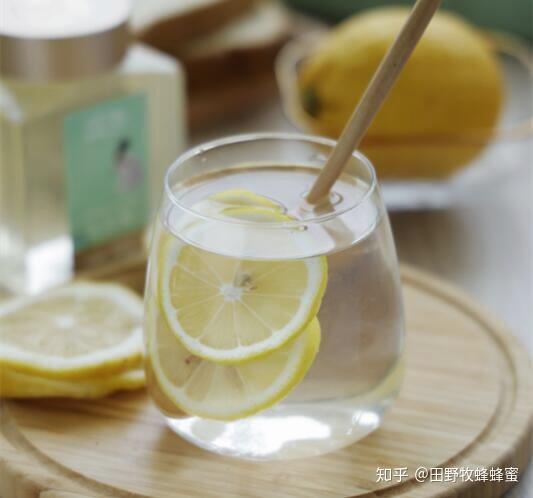 蜂蜜水和什么是最好的?什么是蜂蜜舒缓?