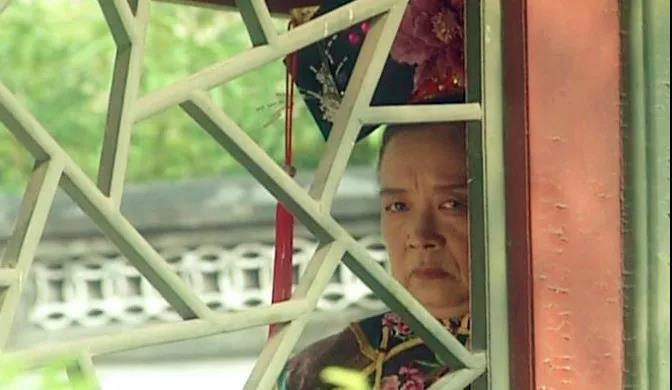 发现班主任在窗外看我是否要看回去?