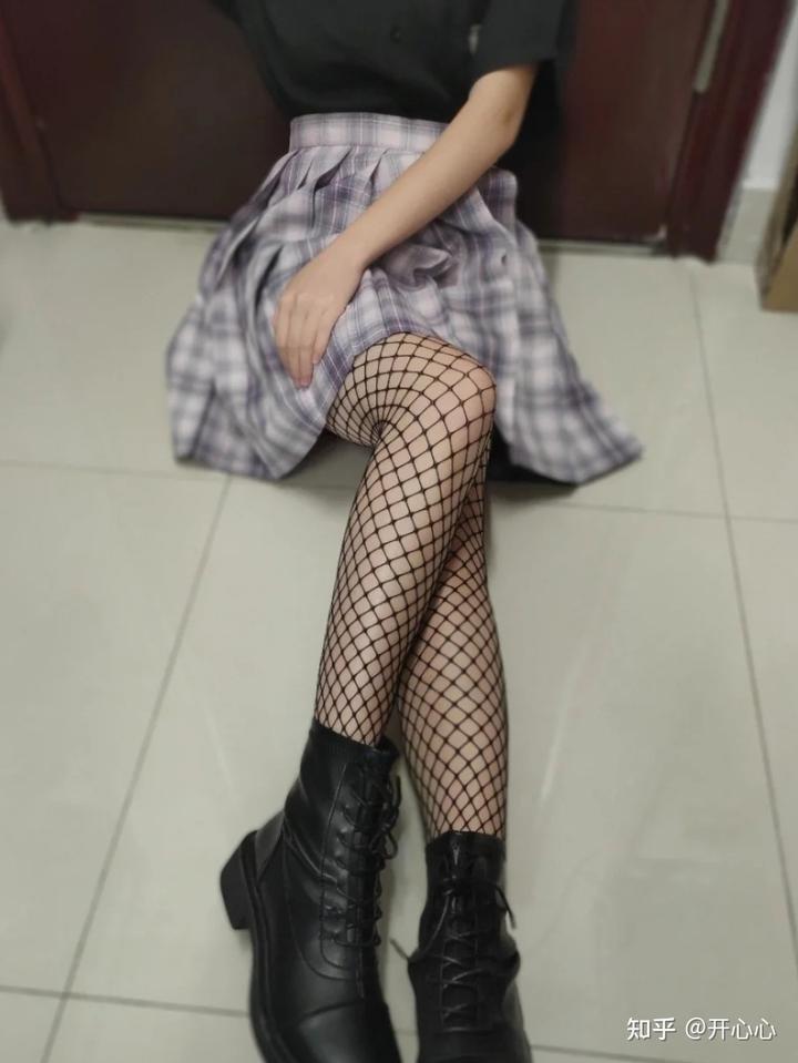 丝袜的穿法,5种穿搭思路,才够时髦插图1