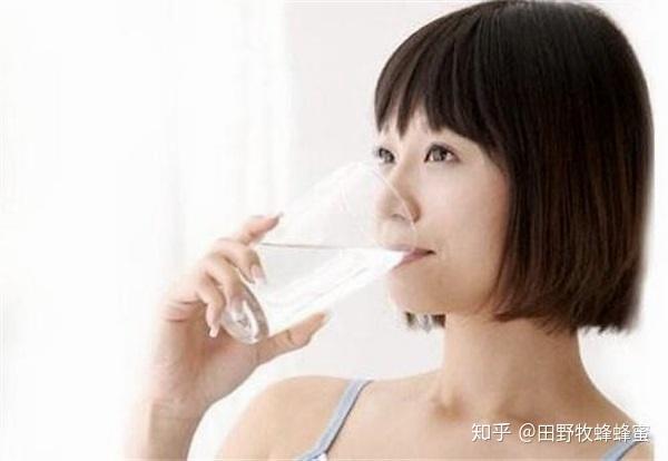女人喝蜂蜜水最好的时间吗?女人每天吃蜂蜜