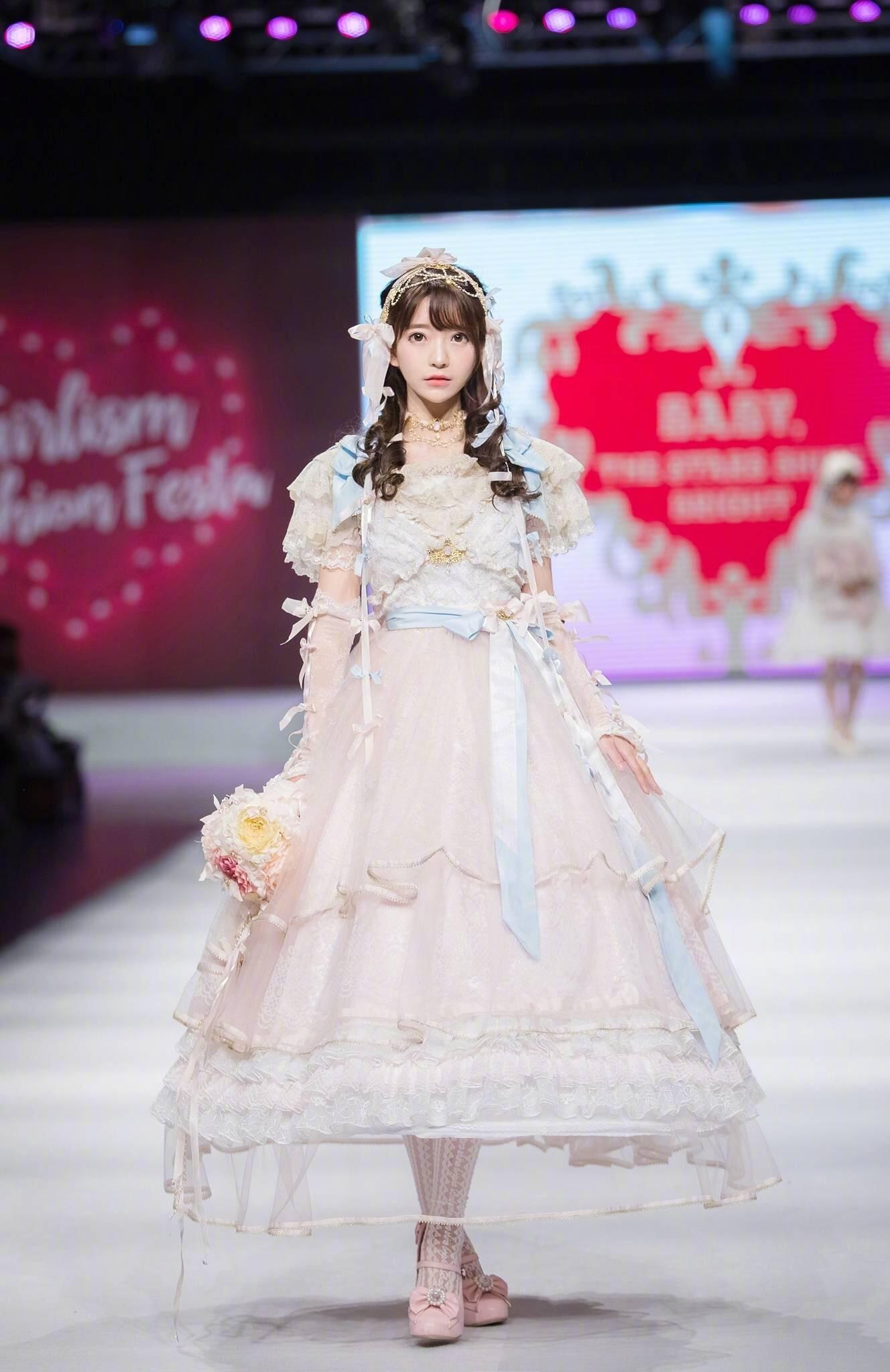 你见过最好看的 Lolita 洋装照片是怎样的?
