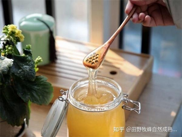 可以吸烟蜂蜜吗?吸烟和喝蜂蜜水有用吗?