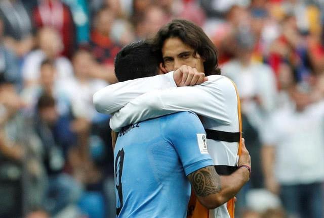 卡瓦尼拥抱苏亚雷斯那一刻,差点就认为了那是爱情,令人动容!
